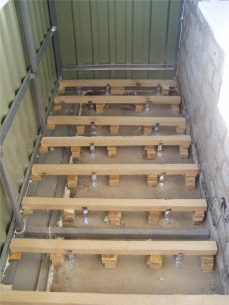 Пол на балконе деревянные лаги