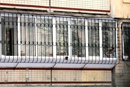 Решетки на балкон: кованые металлические, раздвижные и други.