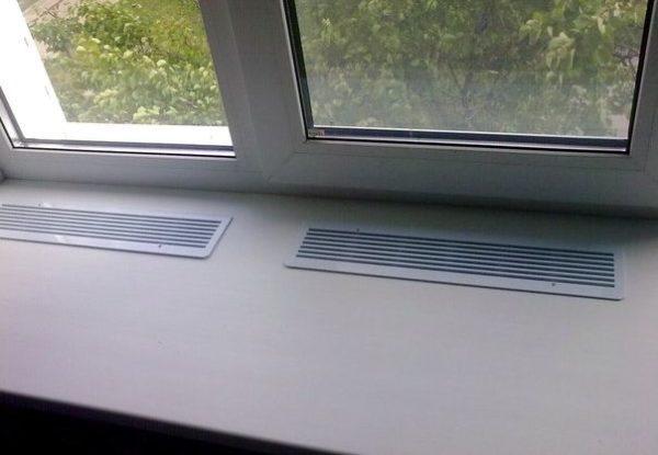 Пример использование решеток на подоконнике