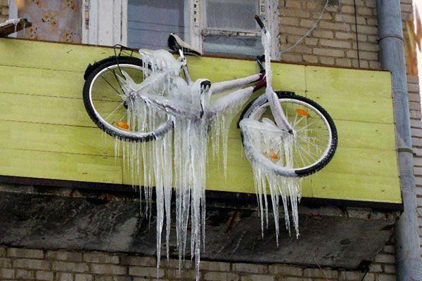 Пример неправильного хранения велосипеда