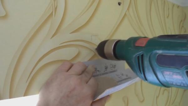 Пример того как сделать своими руками отверстия, чтобы пыль не разлетелась по всей комнате
