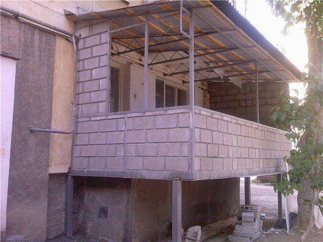 Как пристроить к частному дому балкон