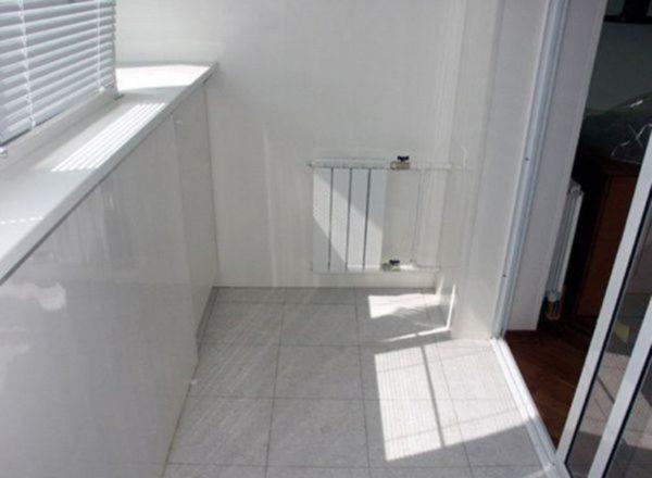 Радиатор на балконе – оптимальное решение для теплого помещения