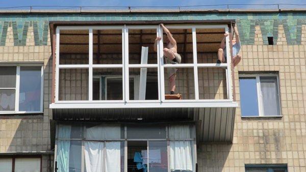Расширенный балкон без парапета.