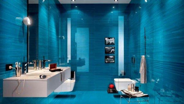 Рекласкации лучше предаваться в синей ванной комнате.