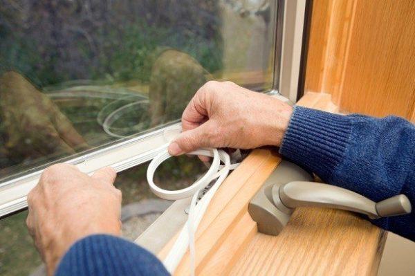 Чем утеплить окна в доме и на даче: 5 экономных вариантов