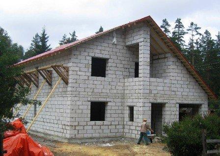 Шлакоблочные стены толщиной в 1 блок плохо сохраняют тепло внутри помещения.
