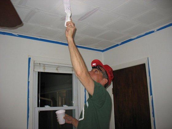Шпатлевание потолочной плитки