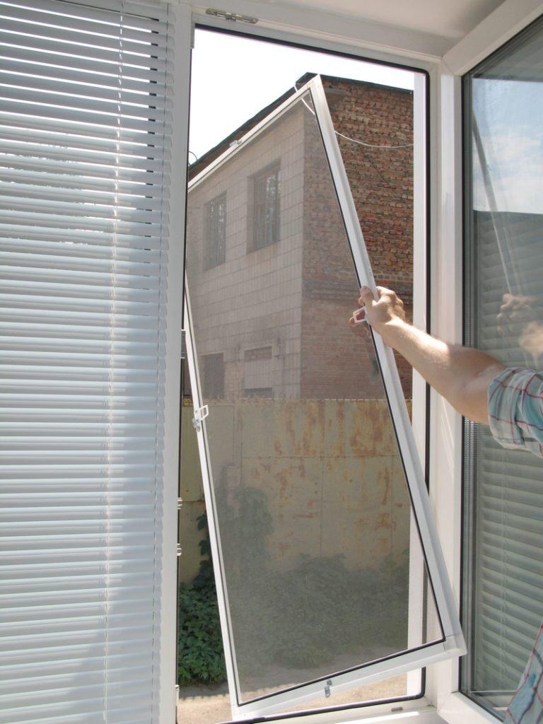 Москитные сетки на пластиковые окна: как измерить и поставит.