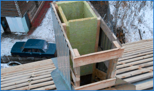 Сооружение утепленного каркаса из дерева.