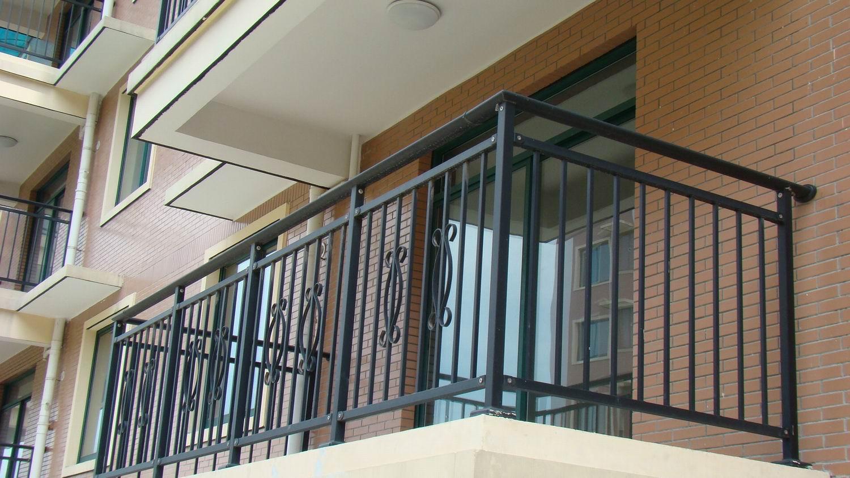 Чем усилить перила лоджии. - цена на металлопластиковые окна.