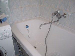 Стандартная ванна в городской квартире.