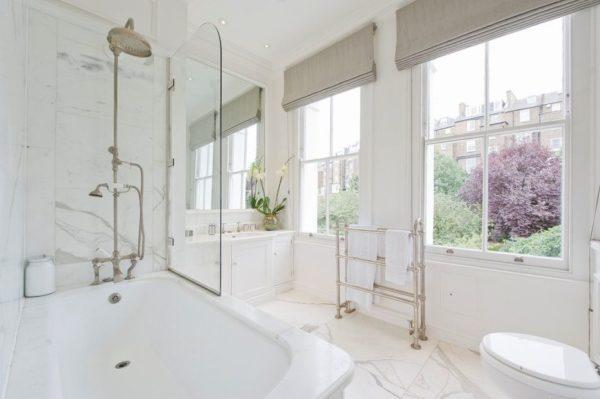 Стеклянные раздвижные шторки для ванной