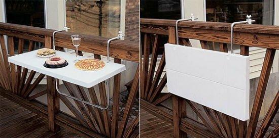 Столик на легких металлических навесах.