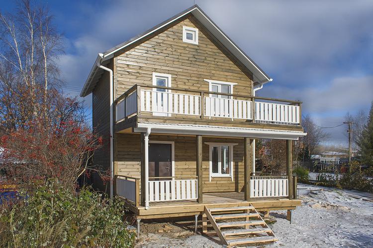 Балкон с террасой: проекты двухэтажных домов из бруса и друг.
