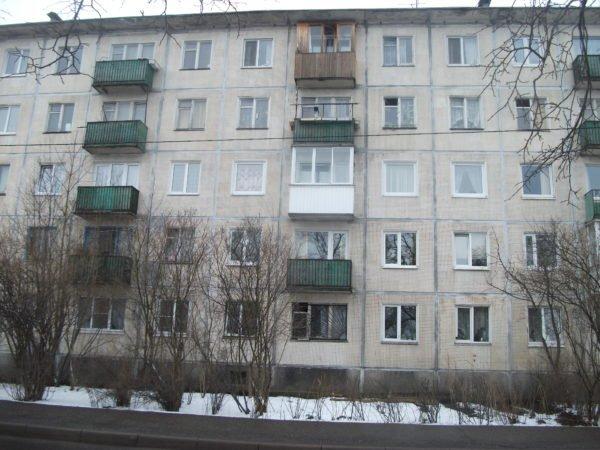 Типовой фасад хрущевской пятиэтажки.