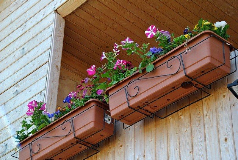 Как сделать крепления для балконных ящиков своими руками