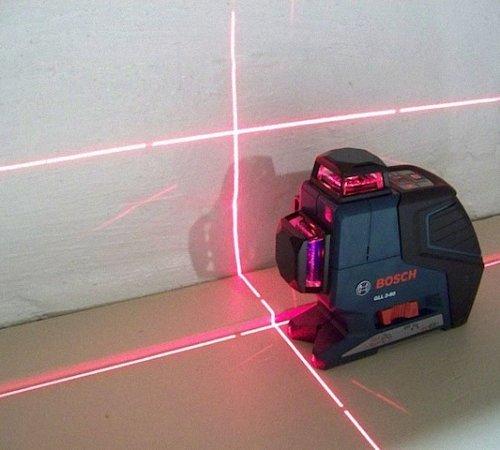 Удобнее пользоваться лазерным уровнем