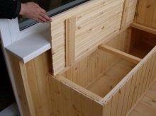 Удобный ящик из вагонки на балконе.