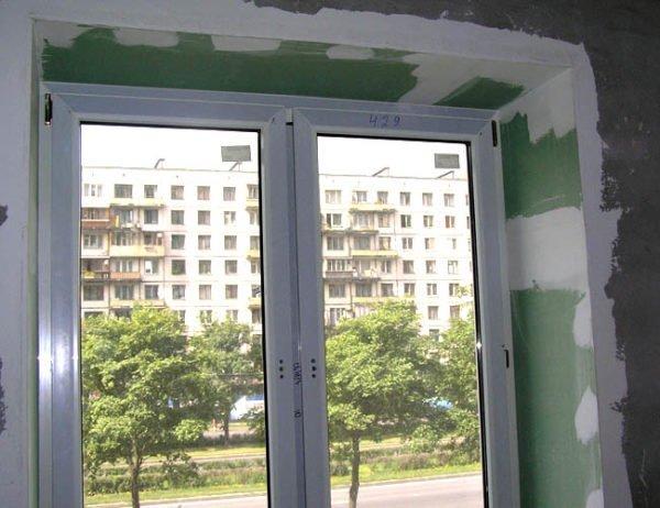 Угол между стеной и откосами после шпаклевания и шлифовки.