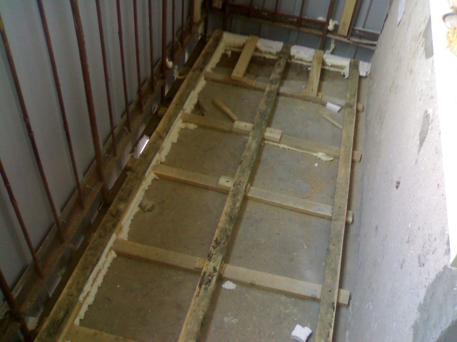 Как постелить ламинат своими руками на бетонный пол на балконе