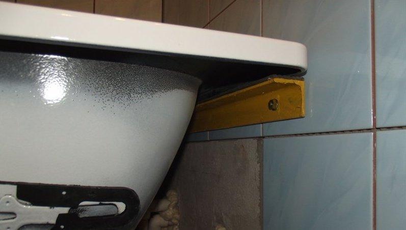 Установка ванны своими руками стена 59