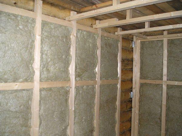 Утепление бани проводим исключительно с использованием негорючих материалов: базальтовая вата как раз подойдет