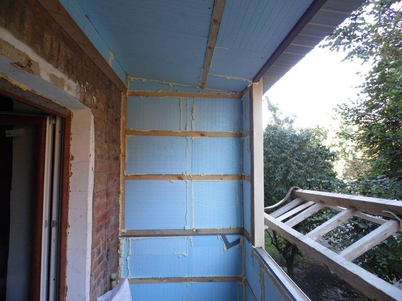 Как недорого обшить балкон своими руками 108