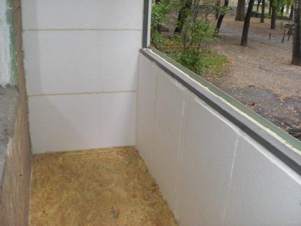 Утепленный пенополистиролом балкон