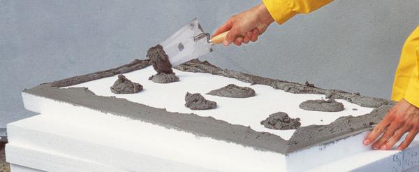 Утепляя фасад, следует позаботиться и о качественном клеевом составе