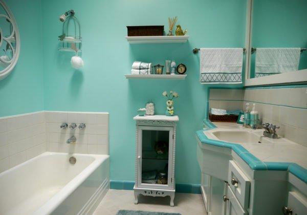 Ванная в бирюзовых тонах поможет снять напряжение.