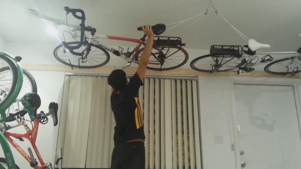 Как повесить велосипед на балконе: можно ли хранить зимой, ч.