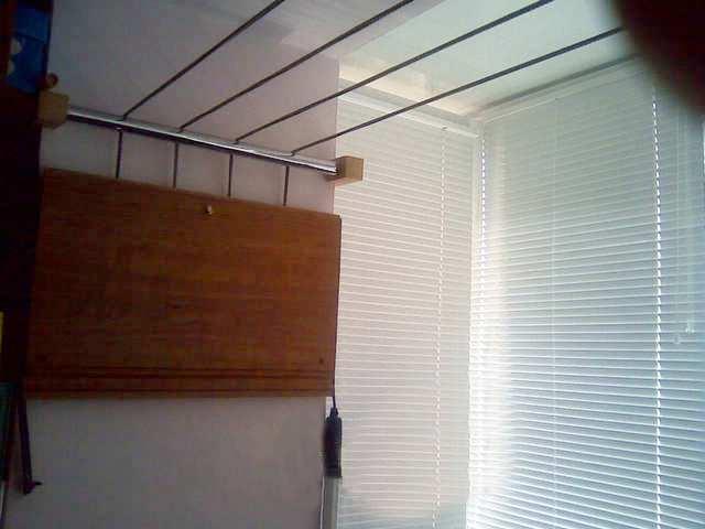 Вешалка на балкон для белья и одежды: 3 популярных вида конс.