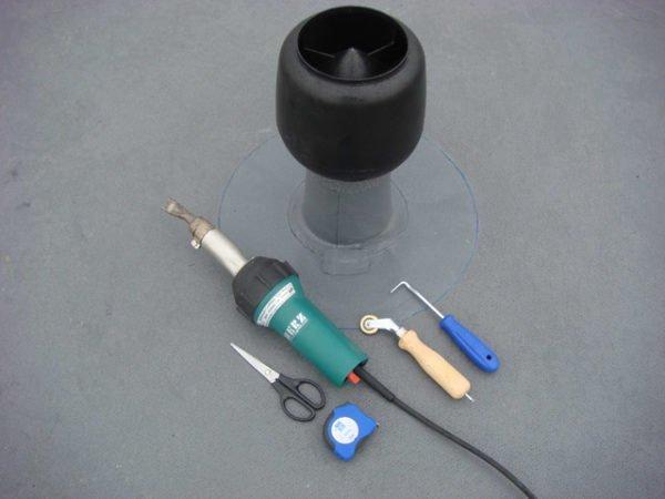 Вот такой набор инструмента необходим при спаивании мембраны