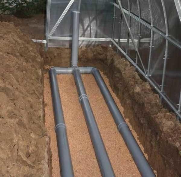 Закладка труб с горячей водой для грунтового обогрева