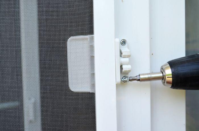 Раздвижная москитная сетка на балкон: установка, видео-инстр.