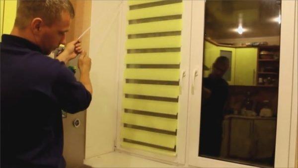 Жалюзи ролеты на пластиковые окна установлены и осталось убедиться в их работоспособности