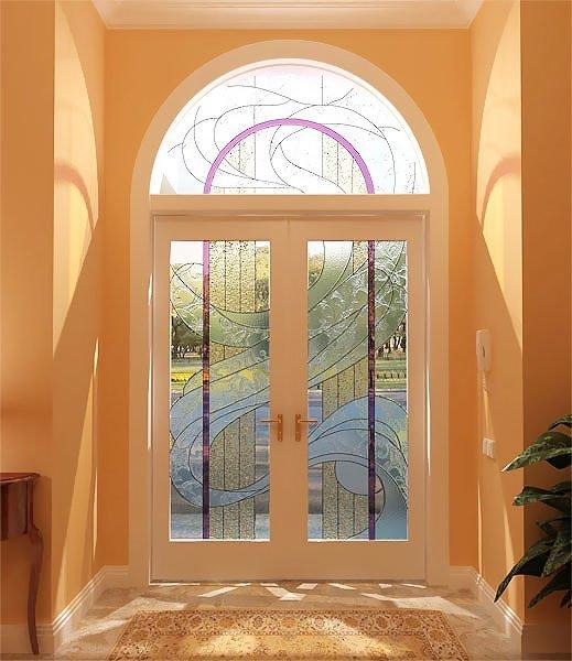 Арочные проемы могут быть не только над окнами, но и над дверьми