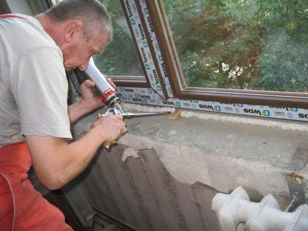 Без пены окно, наверное, можно поставить. Но зачем лишать себя такого эффективного инструмента?