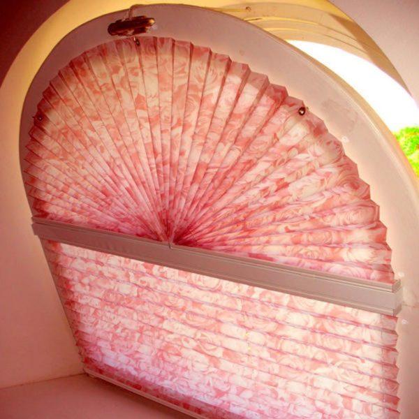 Благодаря тому, что плиссе делают из ткани, на них может быть разнообразный рисунок