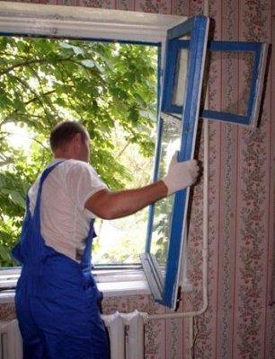 Демонтаж деревянной рамы можно осуществить своими руками