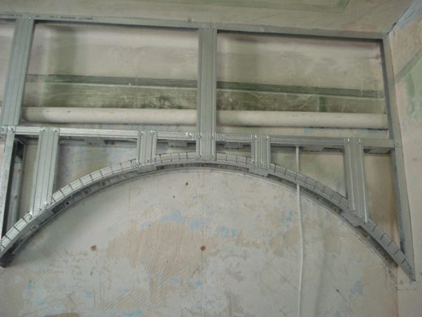 Для изготовления шаблона можно использовать готовый каркас из металлического профиля.