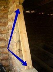 Доска для верхней части окосячки (на фото отмечены вырезанные пазы под гребень).