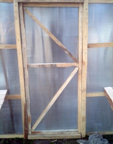 Дверь на каркасе из бруса