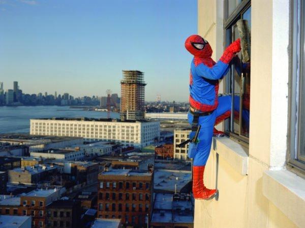 Если у вас нет сверхспособностей, вас не кусал паук, за спиной не развиваются крылья, мытью окон на высоте поможет правильно подобранное оборудование