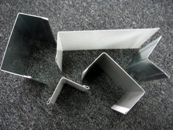 Металлические откосы для оконного проема.