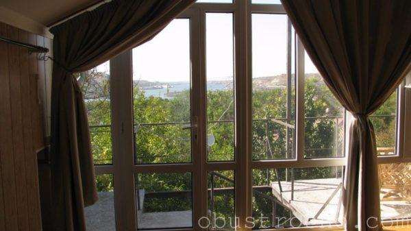 На фото - панорамные окна с однокамерными энергосберегающими стеклопакетами в мансарде моего дома.