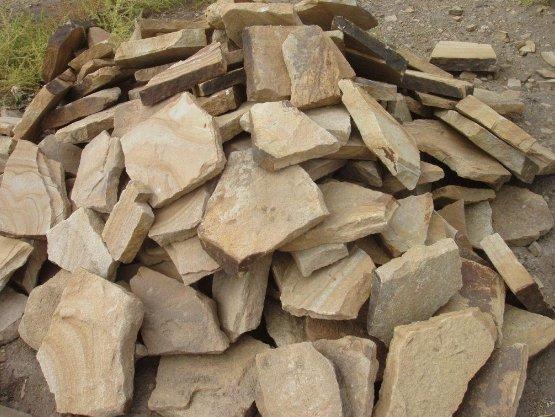 Натуральный камень – дорогой отделочный материал.