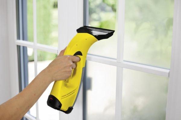 Незамысловатый инструмент, который величают пылесосом для окон