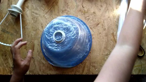 Обведите крепежный элемент, чтобы оставить отверстие под него в конструкции